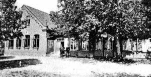 Schule erstes Gebäude